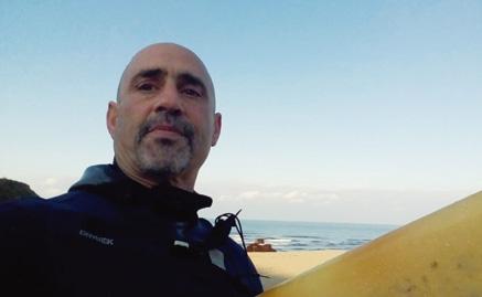 """""""Amar a Mar"""", libro sobre el surfismo en Cantabria de Nico Moramarco"""