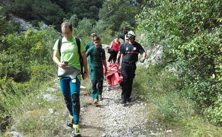 Rescatan una mujer con rotura de tobillo en el barranco de Navedo
