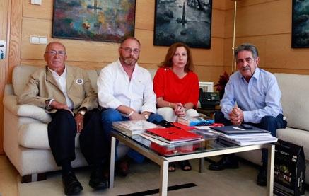 Revilla reitera su apoyo a la familia de Marta del Castillo en su lucha por recuperar los restos de la joven