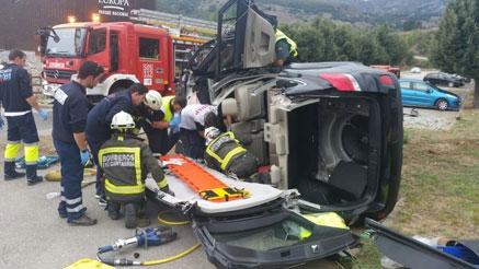 Un herido grave al volcar su coche en Tama, trasladado con urgencia a Valdecilla