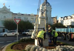 El monumento a González Linares vuelve a la Plaza de Italia