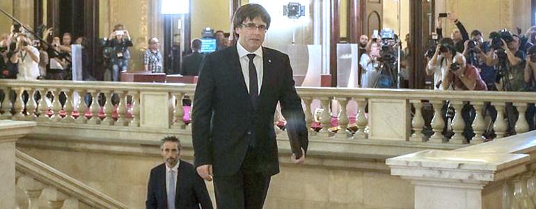 Puigdemont, desde su exilio permanente en Bruselas, estudia volver en caso de victoria