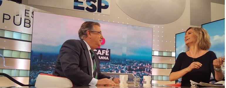 """Zoido, que dijo que no habría urnas el 1-O, promete que Puigdemont no podrá regresar """"ni en el maletero del coche"""""""