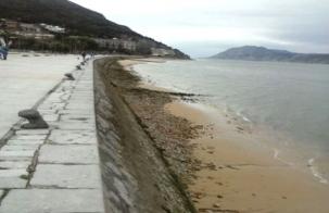 Santoña. El temporal se lleva la arena