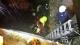 Rescatan a dos hombres al caer el vehículo en el que viajaban a un río, desde 5 metros, en Arredondo