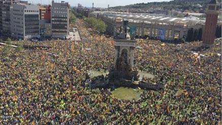 Barcelona vuelve a estar tomada por el independentismo, exigiendo la libertad para los encarcelados