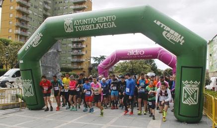 Cientos de personas participan en la VI Marcha Solidaria del Barrio Covadonga