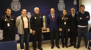 La Cofradía de los Dolores de Santander en homenaje a los Policías fallecidos en acto de servicio en 2017