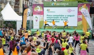 Los niños abarrotan la Plaza de Pombo y disfrutan de una jornada deportiva inolvidable