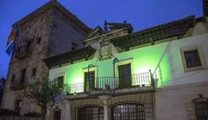 Camargo ilumina la Casa Consistorial de verde con motivo del Día Mundial de la ELA