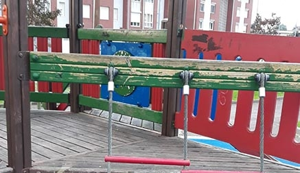 Urgen el mantenimiento de los parques infantiles de Astillero y Guarnizo