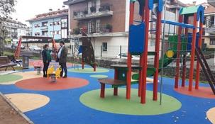 Se inaugura el nuevo parque infantil  en el Ferial de Sarón