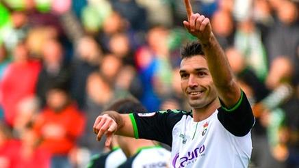 Cuatro goles en el Sardinero conjugaron el quinto triunfo consecutivo del Racing