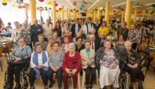 """Bolado elogia el """"compromiso y participación"""" de los socios del Centro de Mayores de Camargo"""