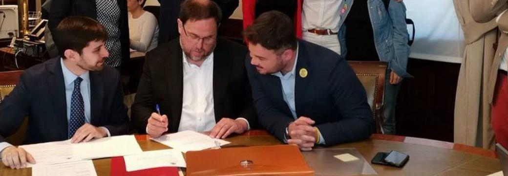 """Los presos del """"procés"""" electos firman sus actas de diputados en el Congreso y se saltan las prohibiciones del Supremo"""
