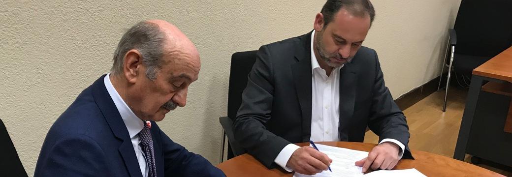 Firmado el acuerdo por el que el PSOE asume los compromisos para agilizar las obras y pagar las deudas pendientes en Cantabria