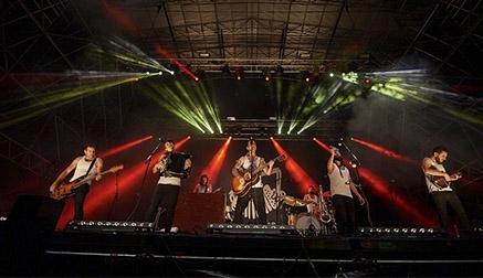 Ferreiro y La M.O.D.A. levantan una noche marcada por el retraso en las actuaciones