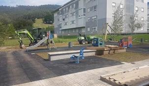El Ayuntamiento instala una tirolina en el parque de La Penilla, junto a las VPO