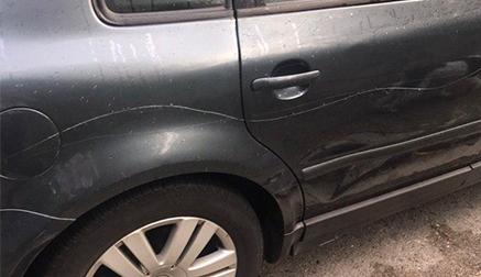 Rayan varios coches aparcados en las calles Calatayud y Teniente Fuentes-Pila de Santander