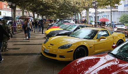 Sesenta coches deportivos recorrieron Torrelavega