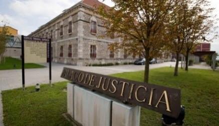 Se inicia el juicio contra la acusada de matar al padre de su pareja en Voto