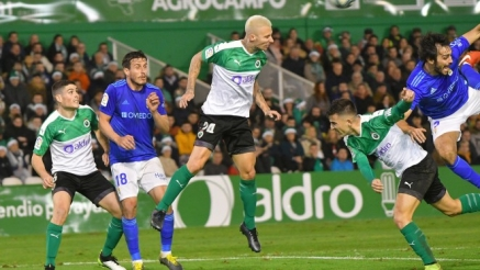 El Racing desespera y se apunta al descenso al empatar a uno con el Real Oviedo