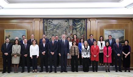 """Pablo Iglesias y los ministros de Unidas Podemos juran """"lealtad al Rey"""" en un tenso acto de toma de cargos"""