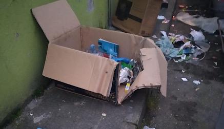 Torrelavega pide a los vecinos que depositen toda la basura en los contenedores