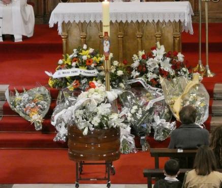 Solo la familia y casi un centenar de personas pudieron asistir al funeral por Adolfo Pajares Compostizo