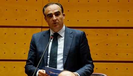 """El senador Puente: """"Los Gobiernos populistas saben repartir dinero, pero no generar empleo"""""""