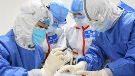 Aumentan masivamente los contagios en el mundo pero el virus es cada vez menos mortal