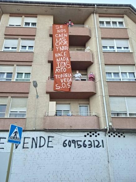 Vecinos de Torrelavega denuncian al ICASS por obras que han provocado grietas en el edificio