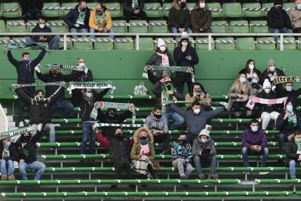 El Racing se impuso por 3-1 al  CD Laredo en el derby regional