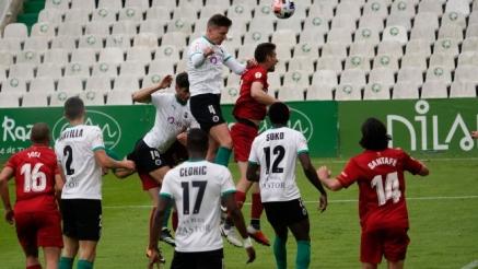 El Racing a un paso de la Primera RFEF de Segunda B tras ganar a Osasuna B