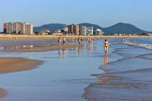Unidos x Laredo saca adelante la moción sobre accesibilidad en la playa y el paseo