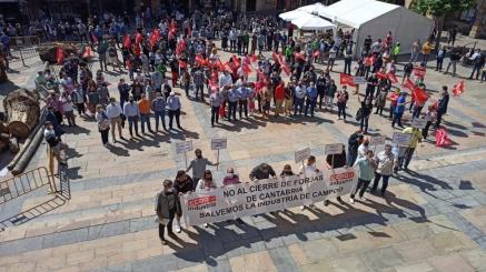La plantilla de Forjas de Cantabria se moviliza para defender los 24 puestos de trabajo