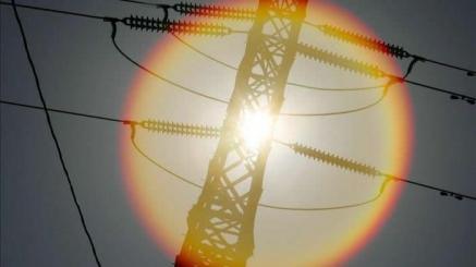 El precio de la luz ofrece hoy un respiro bajando a 127 euros el megavatio hora