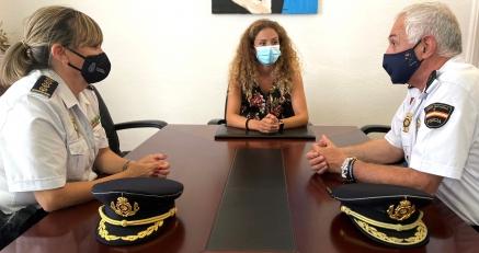 Relevo ante la delegada del Gobierno en la Jefatura de la Policia Nacional en Cantabria